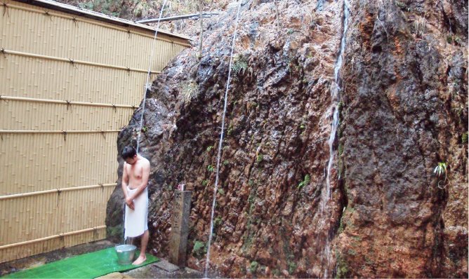 湯の山温泉館